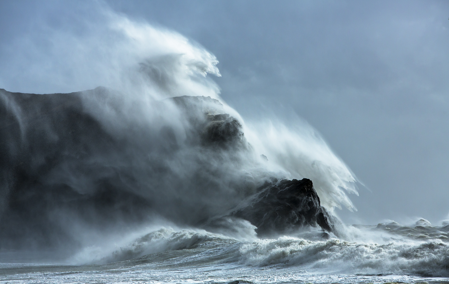 Huge waves at Lulworth Cove, Dorset